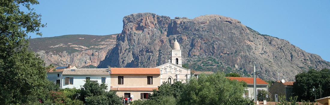 Vue d'Afa avec le Mont Gozzi