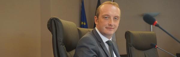 Laurent Marcangeli dans la salle du conseil