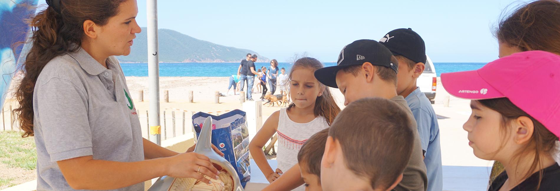 Enfants aux ateliers de la fête de l'environnement