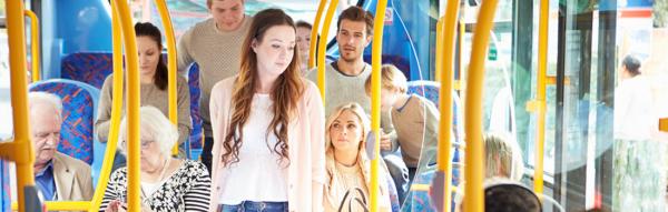 Passagers dans un bus muvistrada