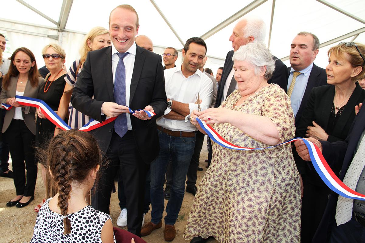 Laurent Marcangeli et Madame la Ministre, Jacqueline Gourault coupent le ruban