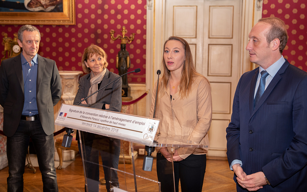 Alexandra Feracci lors de la signature de la Convention d'Aménagement d'Emploi (CAE)