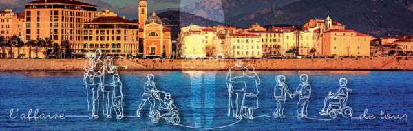 Silhouettes devant vue de la ville d'Ajaccio